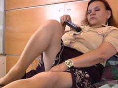 LATINCHILI abuelita Gloria masturbandose chochos latinos, masturbación siempre es buena opción sobre todo cuando eres viejo abuela Latina como Gloria