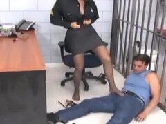 Oficial de pajas y follando en rasgado encima de nylon