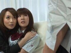 Deliciosas chicas japonesas en lez orgásmica del grupo fun. Chica japonesa tetona caliente de un fumar obtiene dos putas Jap para tratar su coño hasta que ella esté completamente realizado y feliz.