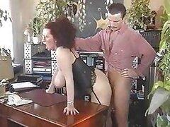 Cachonda putita madura Diana Siefert es follada fuerte usando lenceria sexy en escena de pelicula porno retro