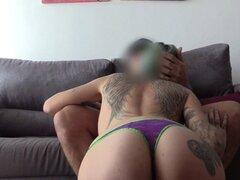 Chica punk tatuada follada por un falso policía