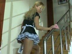 Teen rusa criada atornillada en pantimedias, Adorable maid teen rusa rubia en pantimedias obtiene jodida realmente duro en este video hardcore fetiche teen.