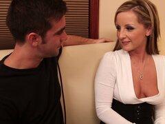 Melissa Matthews está de acuerdo para un quickie con marido de su amiga