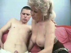 Abuela follando a jovencito con Strapon Bvr,