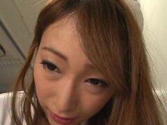Japonesa AV modelo es enfermera caliente disfrutando de un paciente, increíble japonesa AV modelo es una caliente enfermera comprobar muy de cerca su paciente! Ella es una enfermera sexy en medias negras. Ella está disfrutando de su polla y dándole una ma