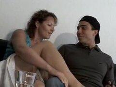 Mujer madura y hombre joven - 48,
