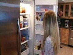 Padrastro castigada con hijastra adolescente rubia juguetona polla enorme
