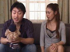 Misa Tachibana Asia chick maduro tiene sexo, Misa Tachibana es una muñeca asiática madura caliente en su ropa interior. Ella está besando a su chico y él está lamiendo sus tetas y digitación su coño peludo. Ella lame su cuerpo y se meten en posición 69 y