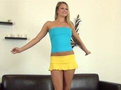 Miel rubia obsceno está feliz con todos los juguetes posibles - Heather Starlet