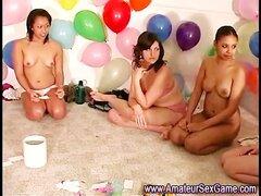 Disfrutan de chicas amateur chica en juegos de chica sexo fiesta