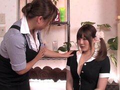 Loca puta japonesa Momoka Nishina en masaje caliente, película JAV handjobs,
