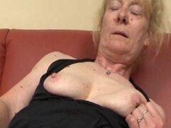 Peludas abuela vieja le encanta el sexo