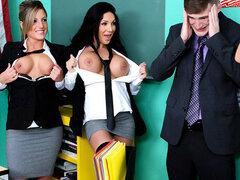 Vacaciones de primavera para siempre, el Dr. Brick Danger enseña un grupo de estudio en la Academia de ZZ, y cuando Brielle verano entra de vacaciones de primavera vistiendo una skimpy mini falda y haciendo que todas las otras colegialas como guarras, no
