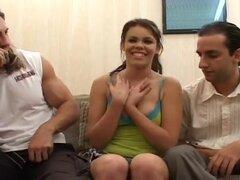 Una primera de Gia que su culo se extendía, Andrew y Reno recoger Gia y ofrecen su dinero para ser entrevistados acerca de la agresividad de la mujer en la iniciación sexual. Descubren que ella está interesada en conseguir ocupado con ellos y comenzar el