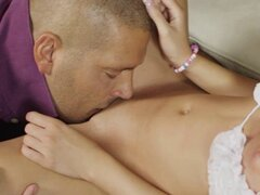 Apasionado sexo por primera vez. Primera vez sexo sorprende sexy babe adolescente apasionado