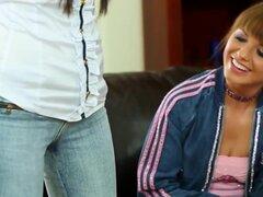 Meadas guarras lesbianas fetiche desarrolladas, meadas guarras lesbianas fetiche cubiertas en durante tres sofá