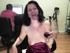 Chica caliente webcam maduras roza y toca su coño mientras su reloj chatmate