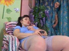Rusa madura chica gorda se masturba y se folla. Rusa madura chica gorda se masturba y folla