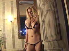 Lujo Christina Greene posando en lencería sexy