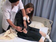 Gal japonesa desnuda golpeó duro en el clip de masaje spy cam, deliciosa chica japonesa desnuda disfruta de un masaje bastante rizado en este video de masaje de spy cam e incluye algunos jugando y follando. Ella es muy talentosa para ese tipo de cosas.