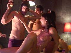 Aimee Carolina Carolina Logan Virginee en estudiantes calientes follando apasionadamente en esta escena,