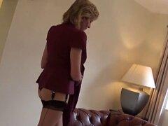 Reino Unido infiel madura lady sonia revela su masiva kno. Bigtitted slutwife bisexual lady sonia masajea sus enormes tetas y se frota la estrecha snatch en ropa interior