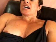 Cory musculoso se masturba y disfruta de la penetración Vaginal profunda. Musculoso morena Cory estimula el coño y el clitoris con un vibrador de la bala chupa un pene y se la follan apasionadamente en posición
