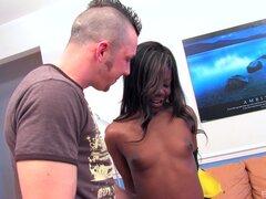 Máquina del sexo negro canadiense obtiene desnuda y follada sin descanso