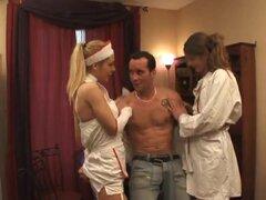 Infirmieres francaises, Une nana et un trans toman soin d ' un petit veinard.