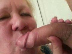 Novio atrapado haciendo trampa con su gorda madre vieja