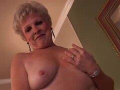 Sexy granny tiene un coño mojado