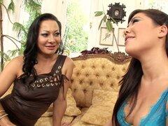 Estrellas porno cachondo Londres claves y Sandra Romain en increíble trío, clip porno brasileño, Sandra Romain ha sido tentado a compartir la polla de su marido en el pasado, pero ella teme que él puede perder interés en ella, así que deciden mantener el
