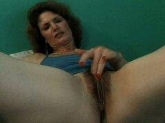 Película de sexo amateur con morena babe y ella consigue folladas por viejo