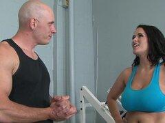 Carmella Bing sexo en el gimnasio
