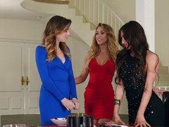 Alex Blake y Davina Davis unirse a una chica para un trío caliente - Alex Blake, Davina Davis, Zoey Taylor