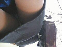 hasta 113, falda bajo la falda.