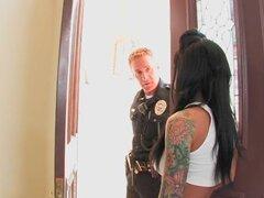 Mason Moore detenida y follada por un policia