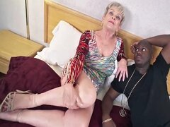 Abuela tetona en Creampie Video