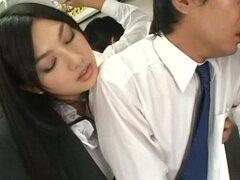 Secretaria le encanta golpear a sus compañeros de trabajo en la oficina - Saori Hara