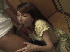 Chika Sasaki en Chika Sasaki es mantener su marido completamente satisfecho - AviDolz. Chika Sasaki vino inicio de trabajar un poco más tarde de lo habitual, por lo que ella hacia abajo y sucio con su marido enseguida. Ella sabe que él consigue muy calien