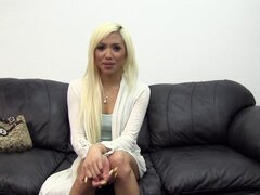 Rubia hermosa Kim asiático sordos seducir un desagradable juego arado - sordos asiático Kim