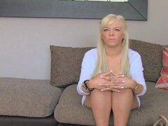 Caliente rubia joven amateur engañada en entrevista de casting