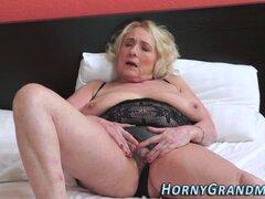 Abuela tetona mamando. Abuela tetona mamando y follando en alta definición