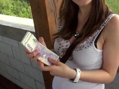 Chica de grandes pechos follada por dinero