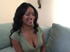 ¡hermosa chica negra tiene enormes polla blanca!
