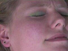 Niñas hacia el oeste - chicas lesbianas calientes con coños peludos