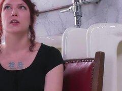 Anal, fetish video porno con la cachonda pornstar Carmen Stark de Everythingbutt, Carmen es una puta anal exóticas. Carmen quiere ser sobre todo a tope. Carmen se somete a la bolsa del enema y toma mucha agua su culo para demostrar que ella hará cualquier