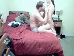 Chica Amateur tetona, tetona hottie con tetas impresionantes follando a su novio en webcam