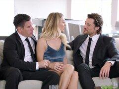 CULONA A DP con mi esposo y Ex novio, hombre de s Natalia decidió enseñarle una lección al invitar a su ex para disfrutar de un tiempo íntimo con ellos. Sin embargo, la verdad es que ella ha sido fantasear sobre esto por un tiempo muy largo.