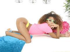Black chick Kendall Woods twerked su donk - maderas de Kendall